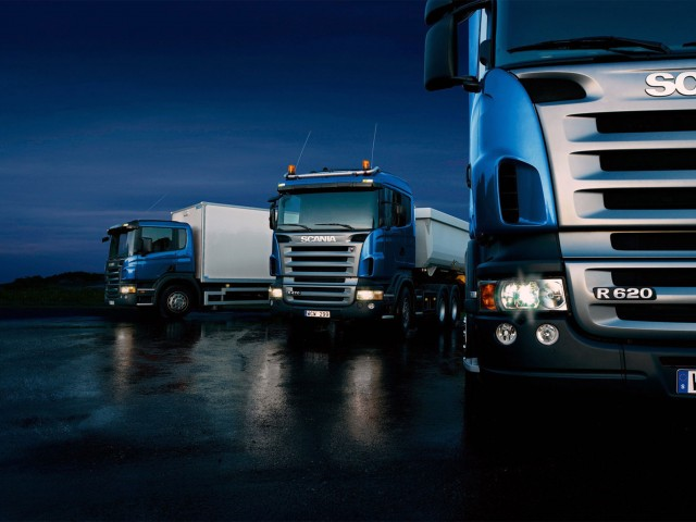 http://cargo.bold-themes.com/transport-company/wp-content/uploads/sites/2/2015/09/Three-trucks-on-blue-background-640x480.jpg